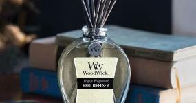 Woodwick představuje aroma difuzéry s vonnými stébly